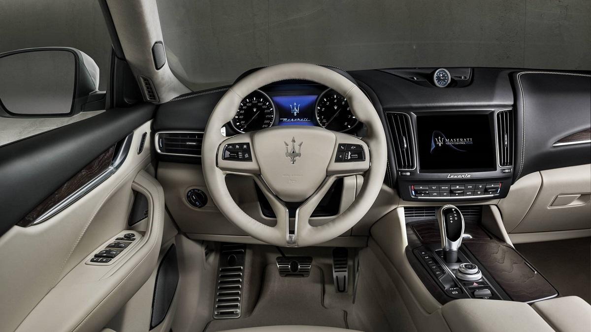 Maserati Levante GranLusso (2).jpg