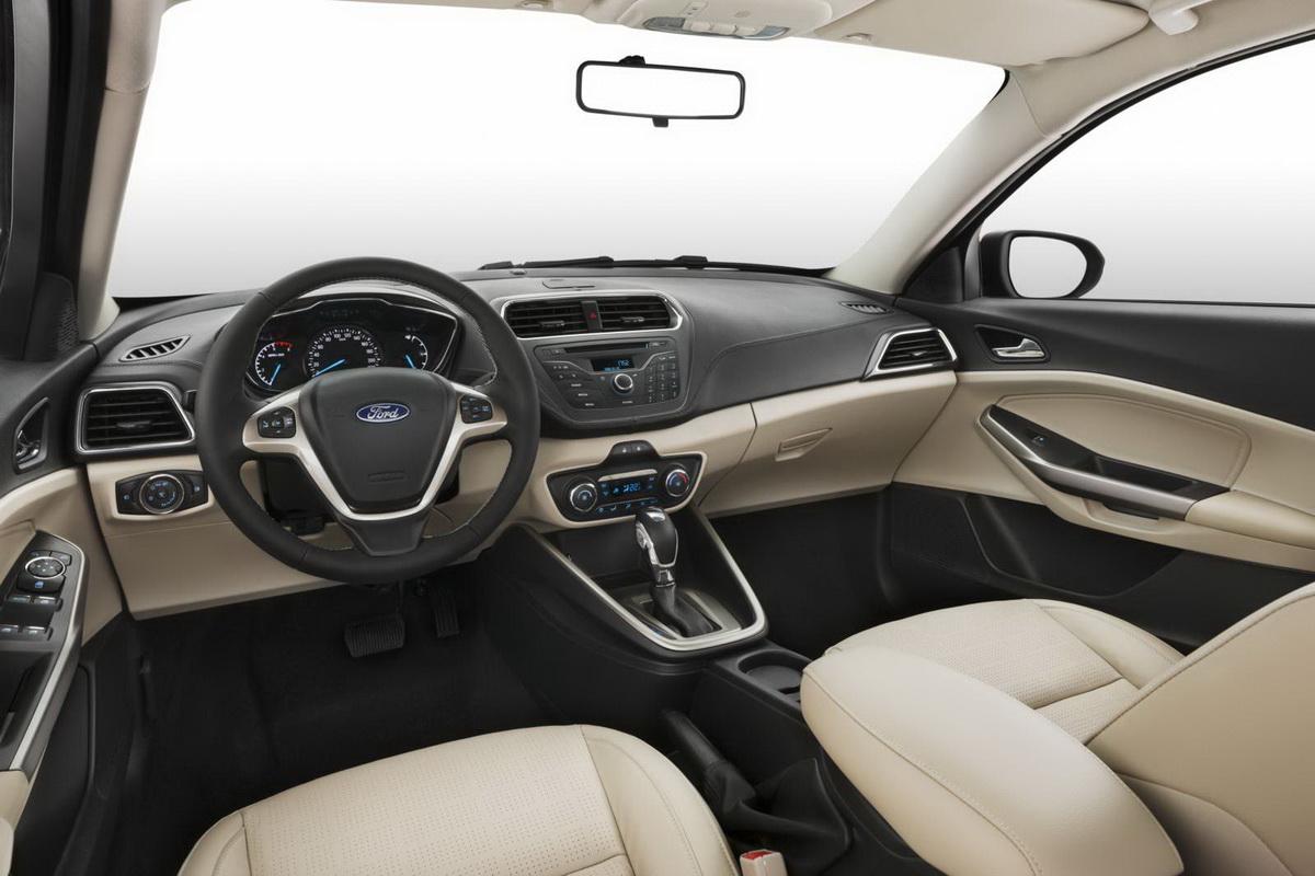 Novo-Ford-Escort-2015-interior (2).jpg