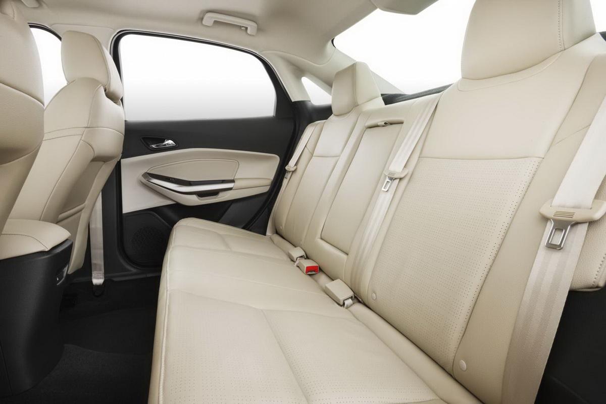 Novo-Ford-Escort-2015-interior (3).jpg