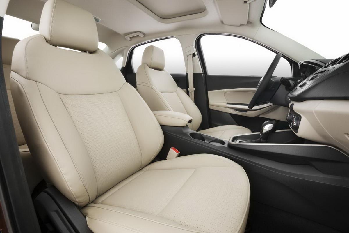 Novo-Ford-Escort-2015-interior (4).jpg