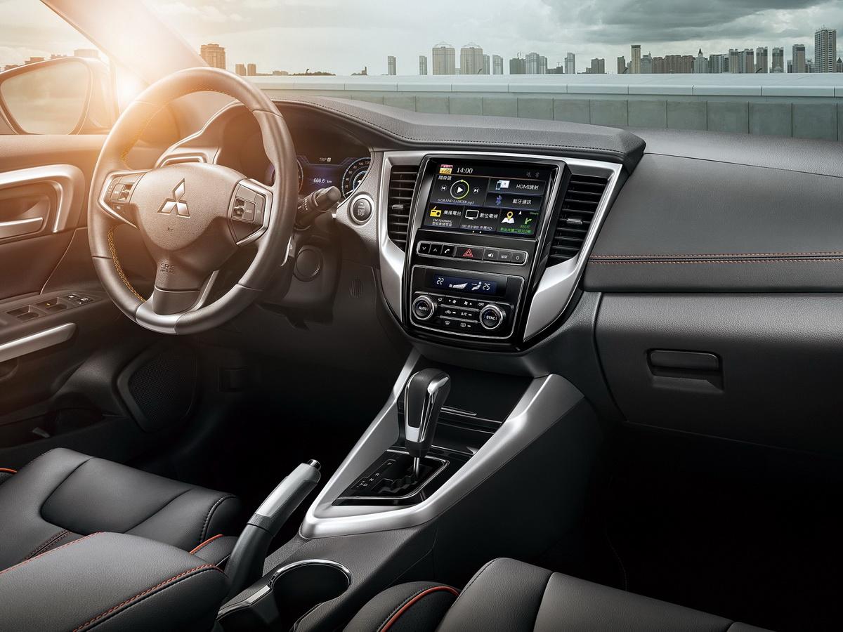 國產車唯一  極智科技配備引領眾人目光-8吋觸控影音系統.jpg