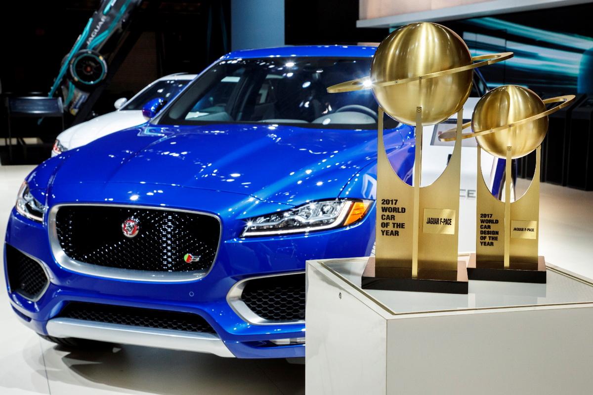 圖1:Jaguar 史上首款跑車型SUV - F-PACE 同時奪得 2017 世界風雲車大獎「年度風雲車」與「年度最佳設計」雙項大獎.jpg