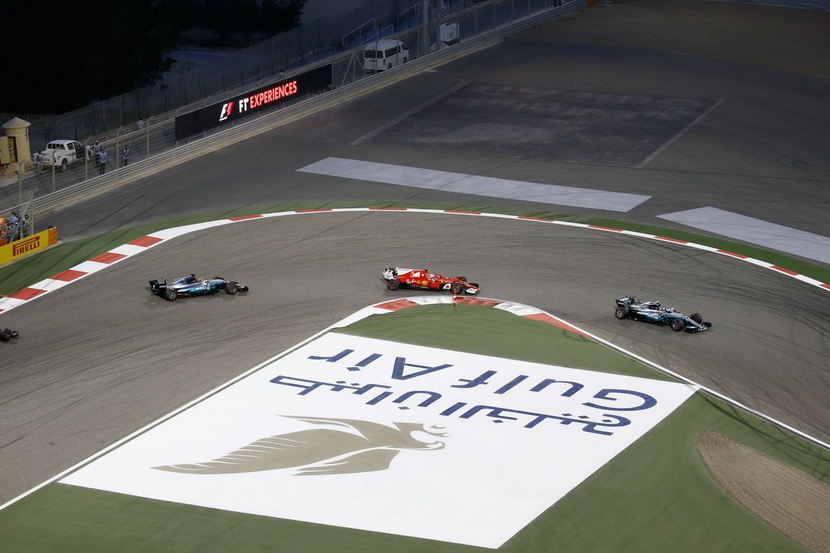 Mercedes-AMG Petronas Motorsport車隊的Lewis Hamilton與Scuderia Ferrari車隊的Sebastian Vettel於車手積分排行榜上拉鋸戰,為今年激烈賽況揭開序幕,也讓巴林站充滿話題.jpg