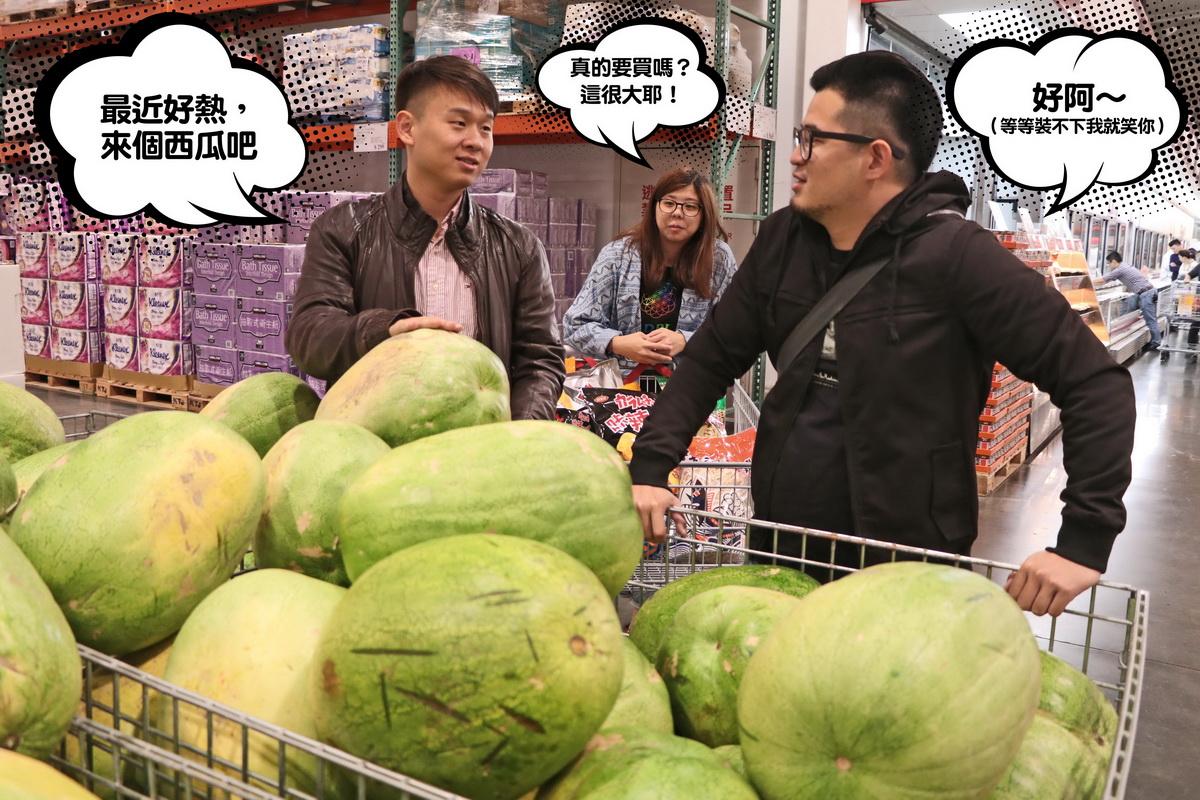 12.左:最近好熱,來個西瓜吧 右:好阿~(等等裝不下我就笑你) 中:(真的要買嗎?這很大耶!).jpg