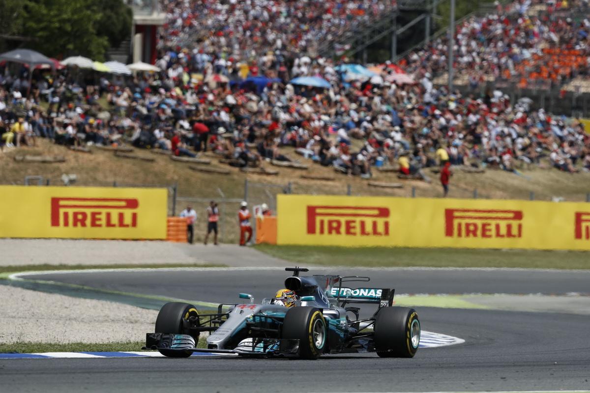 激烈的賽事伴隨著連環事故的發生,Lewis Hamilton再次證明其優異駕馭技術,克服艱困路況.jpg