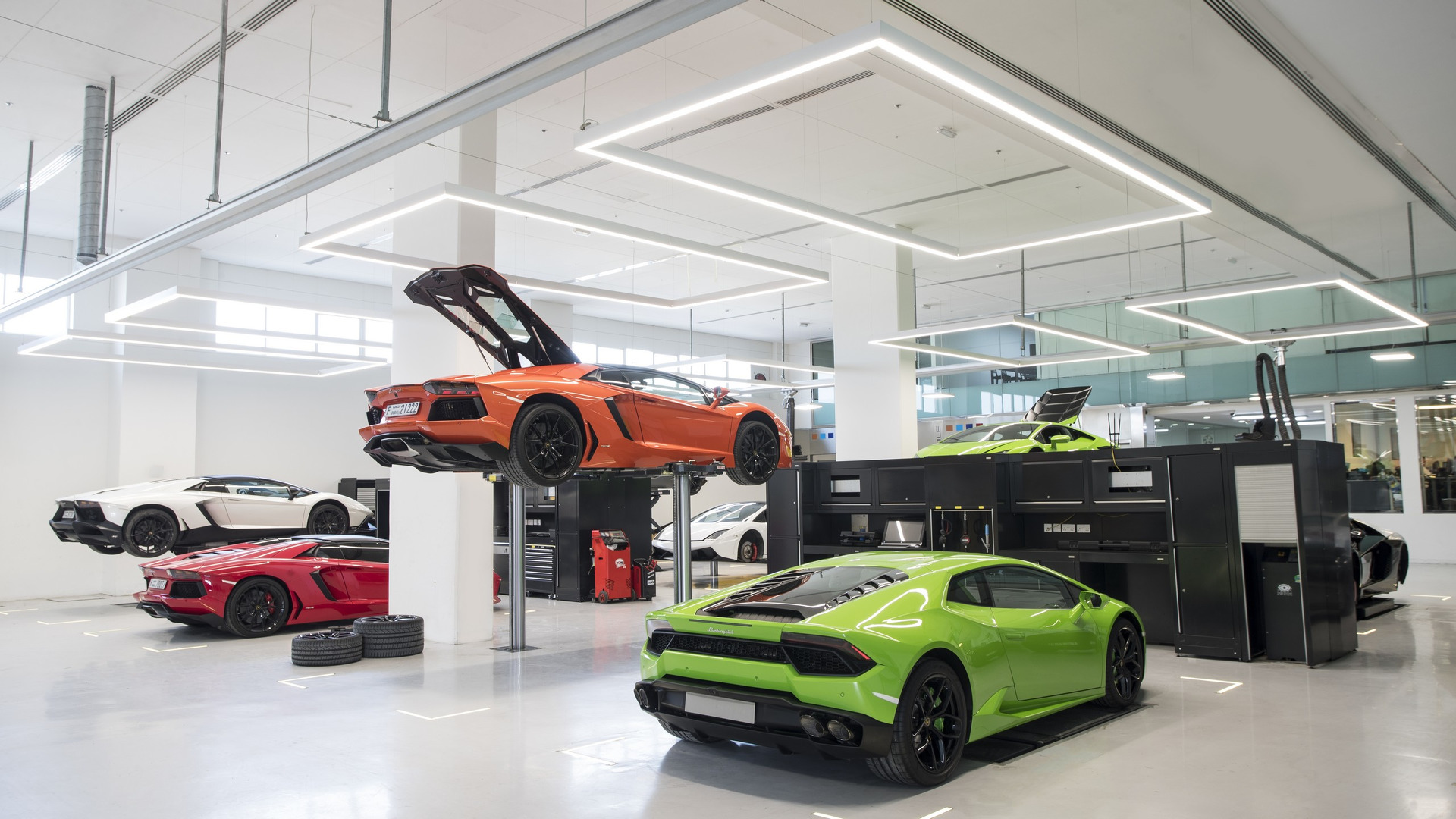 lamborghini-dubai-showroom (1).jpg