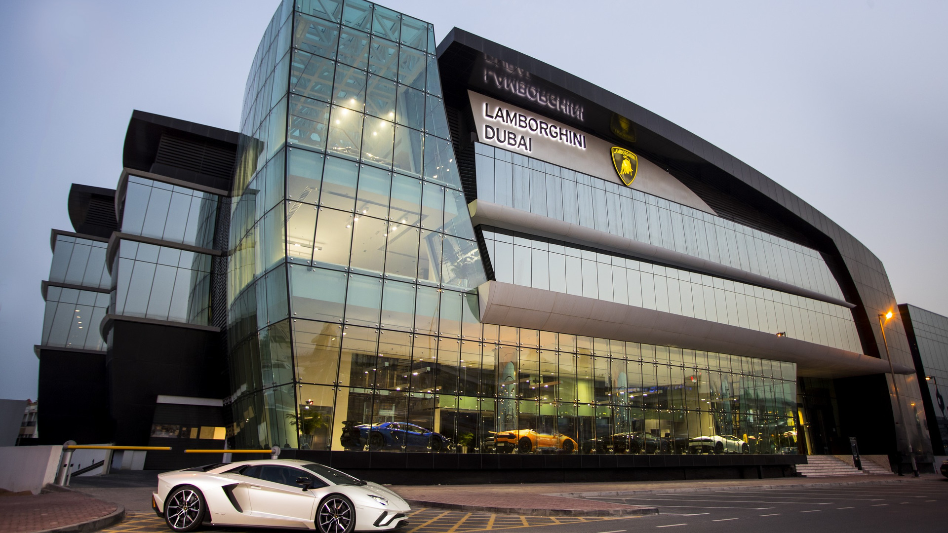 lamborghini-dubai-showroom.jpg