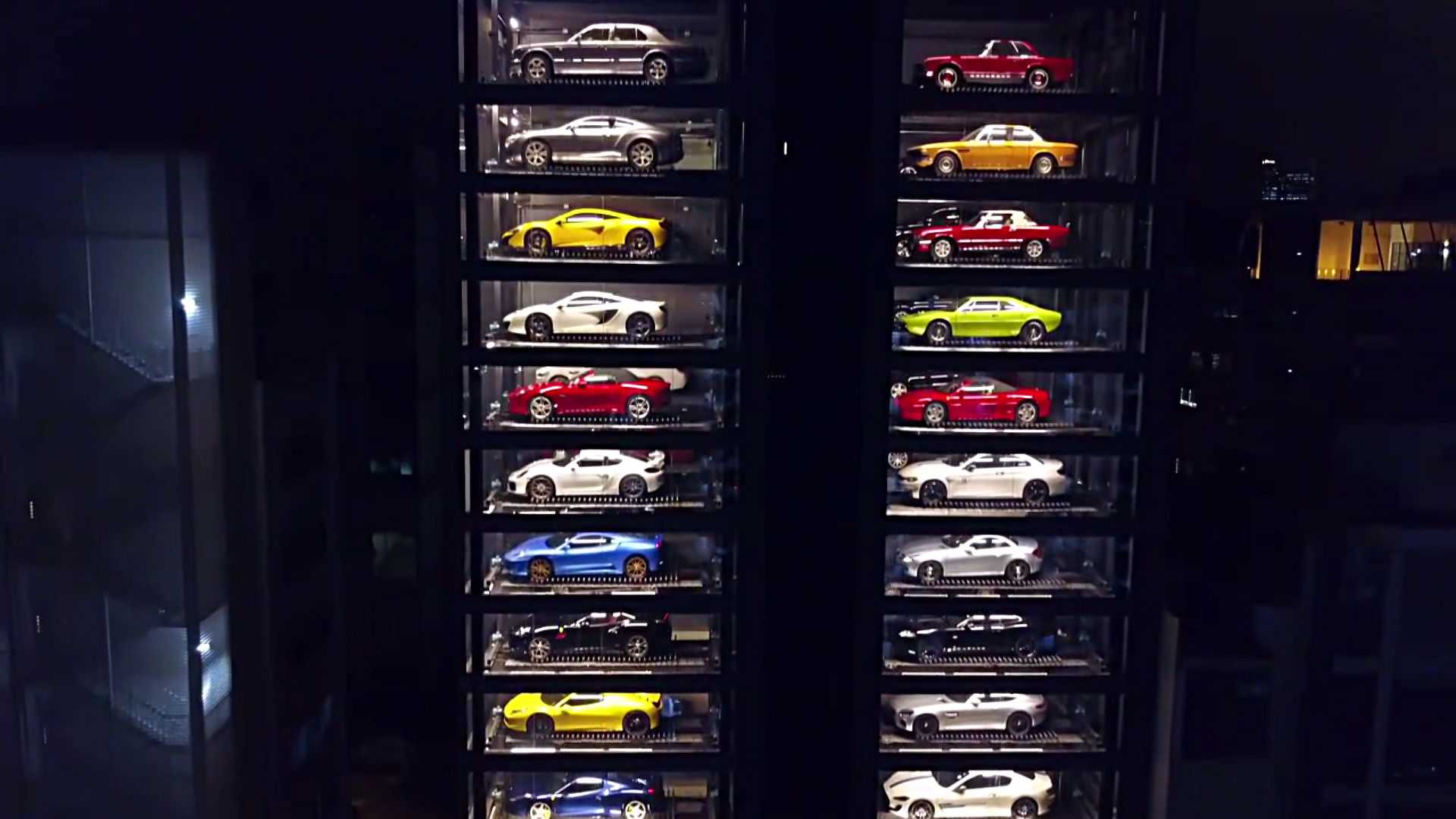 singapores-supercar-vending-machine (4).jpg