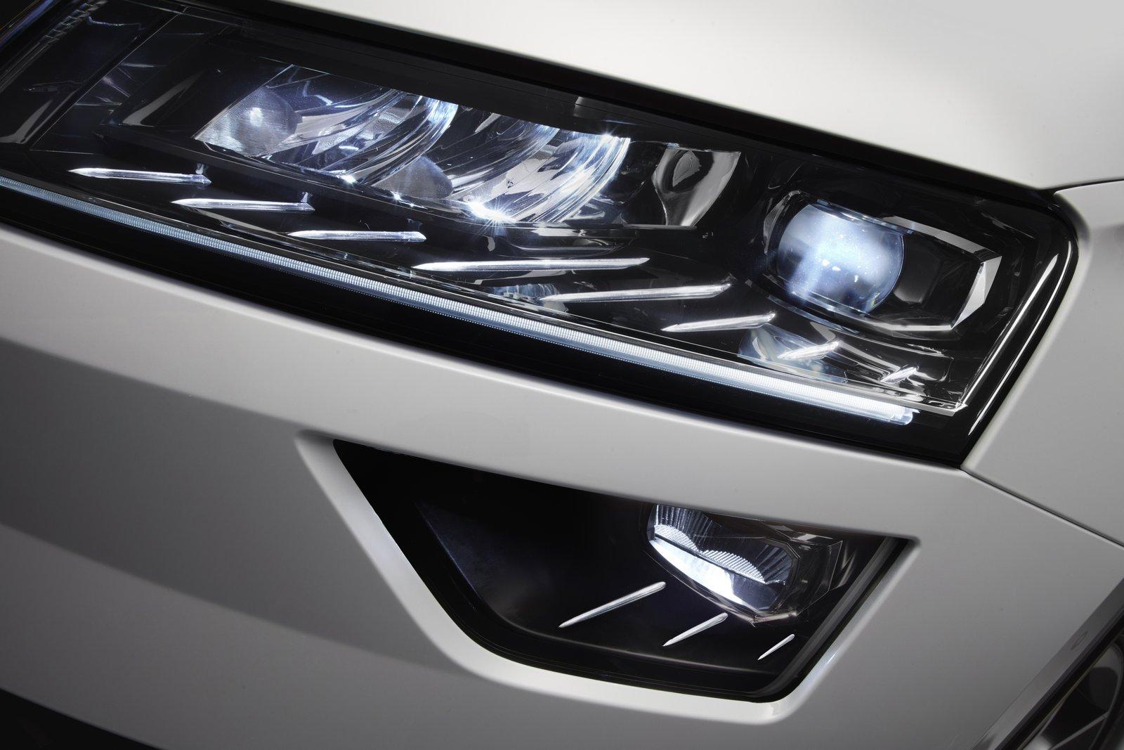skoda-karoq-debuts-with-full-led-lights-15-tsi-and-digital-dashboard_7.jpg