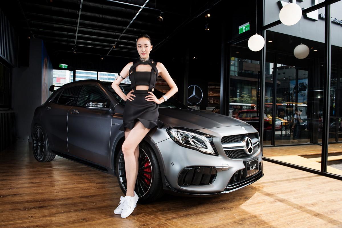 頂尖性能的Mercedes-AMG GLA 45 4M,配備地表最強直列四缸引擎與全新AMG專屬空力套件,具備0.33 Cd風阻係數及4.4秒0-100加速,卓越實力不容小覷.jpg