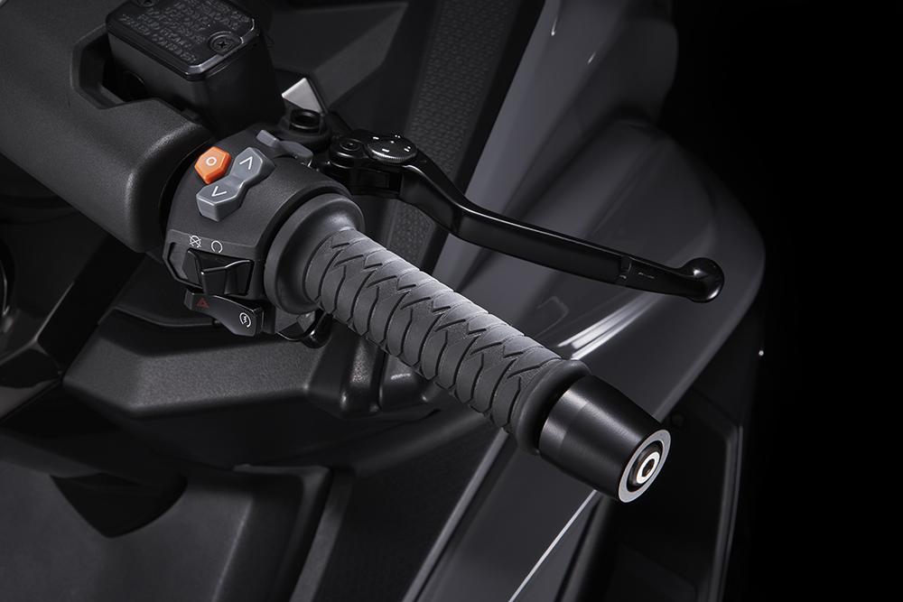 AK 550-右把手.jpg
