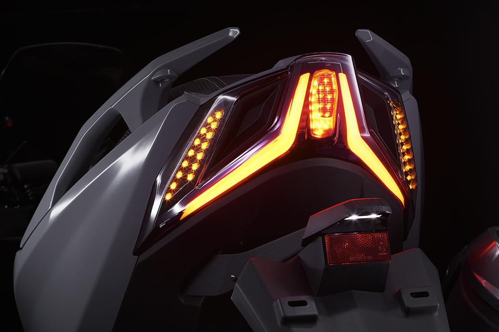 AK 550-尾燈-3.jpg