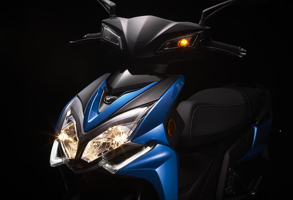 Racing s 150-大燈.jpg