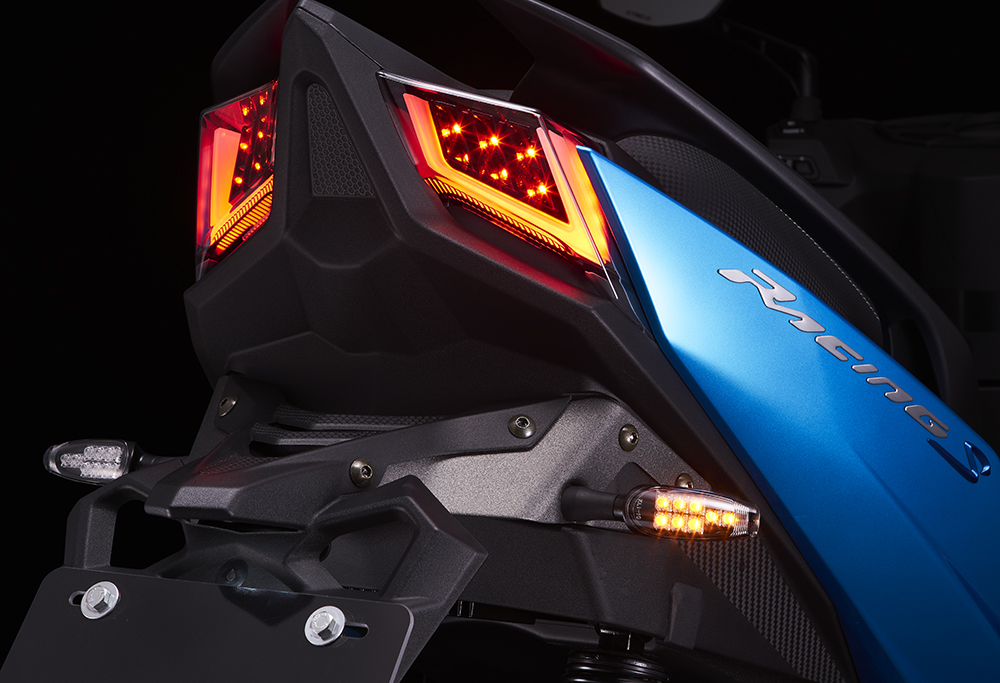 Racing s 150-尾燈.jpg