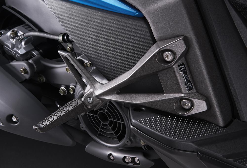 Racing s 150-踏板.jpg
