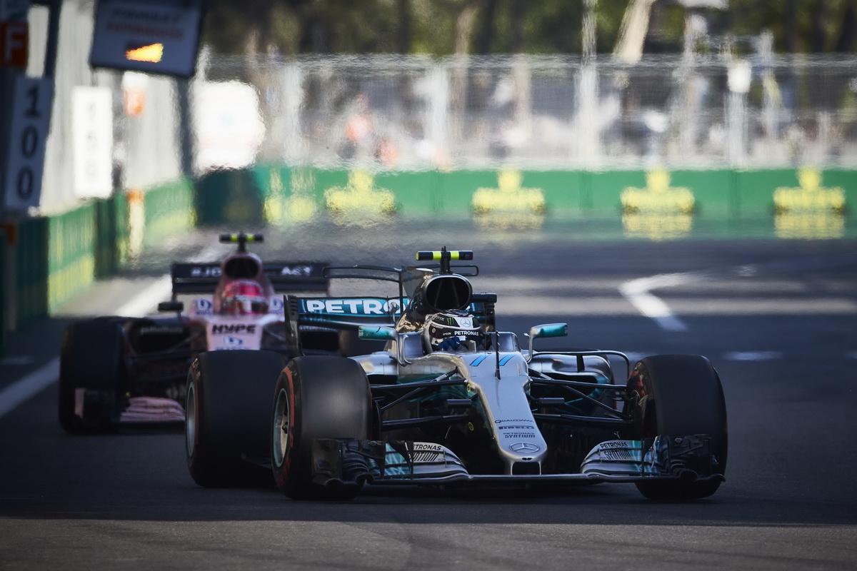儘管隊友Lewis Hamilton與Sebastian Vettel發生激烈碰撞,但Valtteri Bottas沉穩應戰,最終順利站上頒獎台.jpg