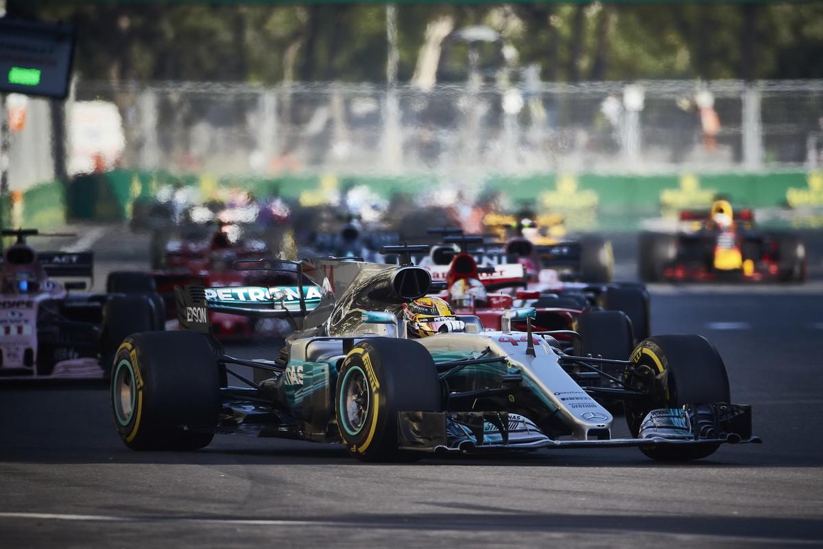 Mercedes-AMG Petronas Motorsport於迄今賽況最為混亂的亞塞拜然賽事,擊敗宿敵Scuderia Ferrari,獲得亞軍榮耀.jpg