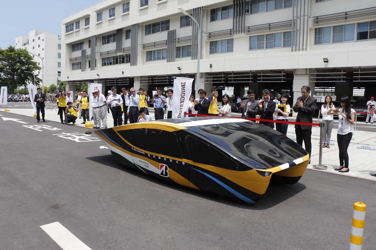 太陽能車繞場3.jpg