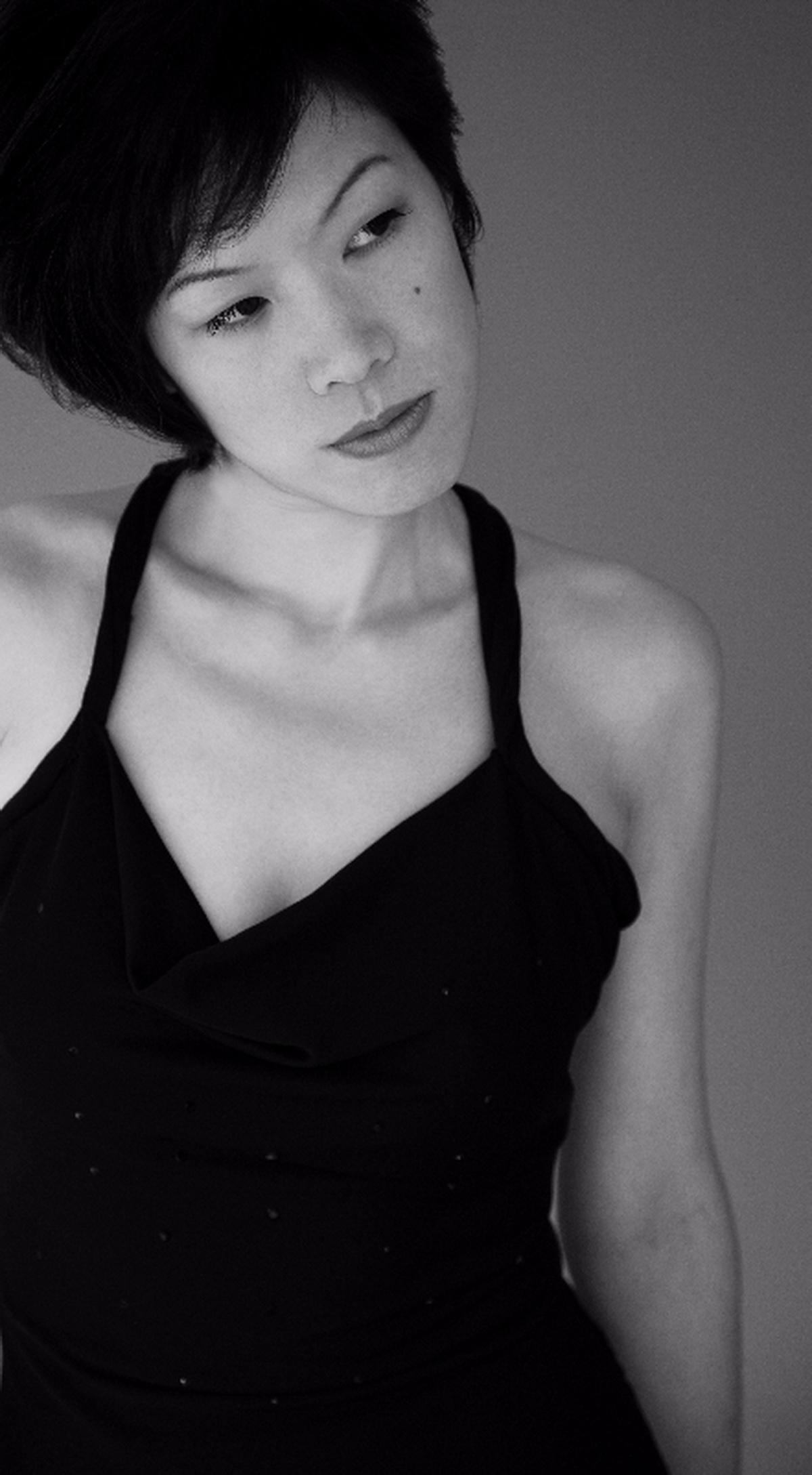 女歌手唐么玫有著少見的磁性低沈沙啞的獨特嗓音.jpg