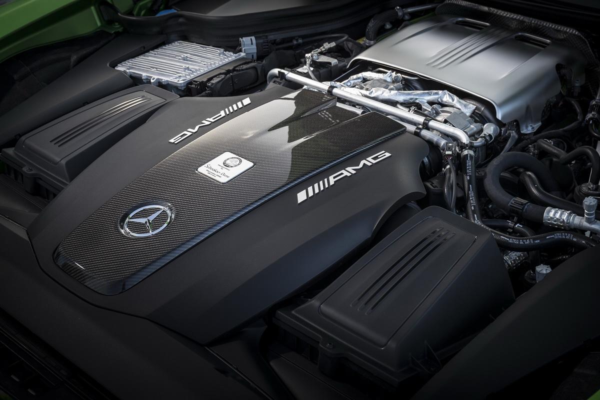 AMG 4.0L V8 雙渦輪增壓汽油引擎造就0-100 kmh加速3.6秒成績,極速高達318 kmh.jpg
