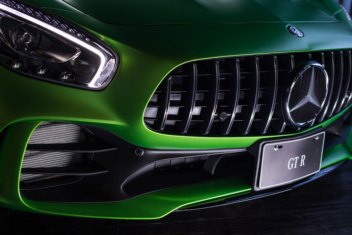 AMG Panamericana直柵式水箱罩與AMG主動空氣力學進氣格柵,將賽車空氣力學完美運用.jpg