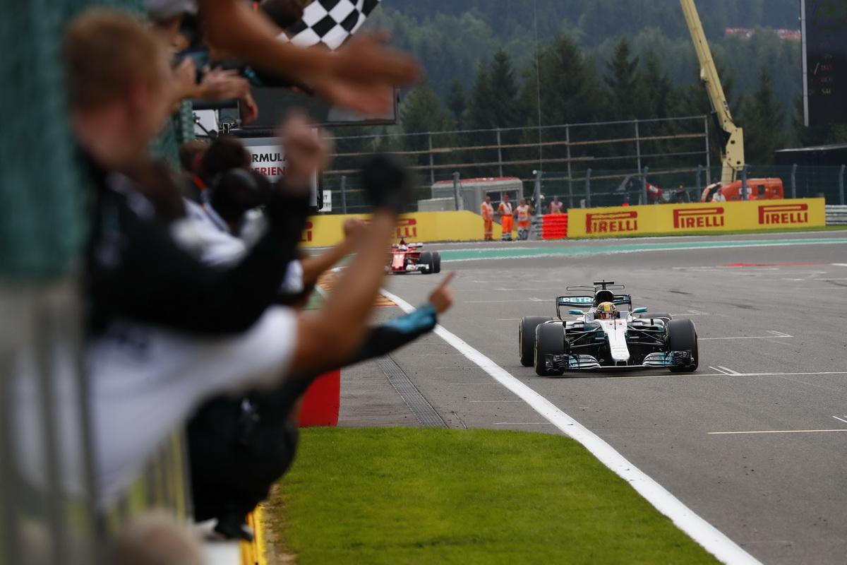 相較其他車隊,Mercedes-AMG Petronas Motorsport車隊的用胎策略更勝一籌,最終贏得冠軍.jpg