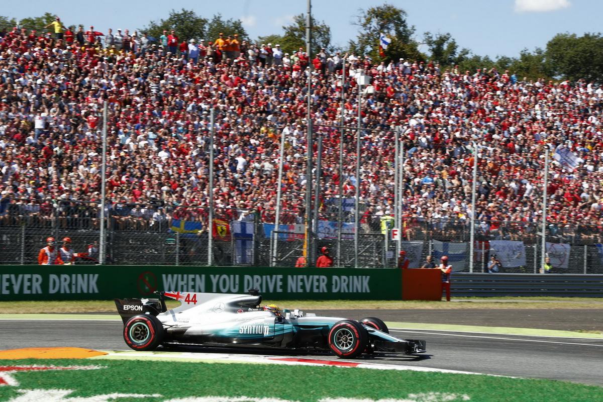 Lewis Hamilton奪下了破紀錄的生涯第69個桿位,最後也拿下義大利站冠軍,車手積分更一舉超越Scuderia Ferrari車隊的Sebastian Vettel.jpg