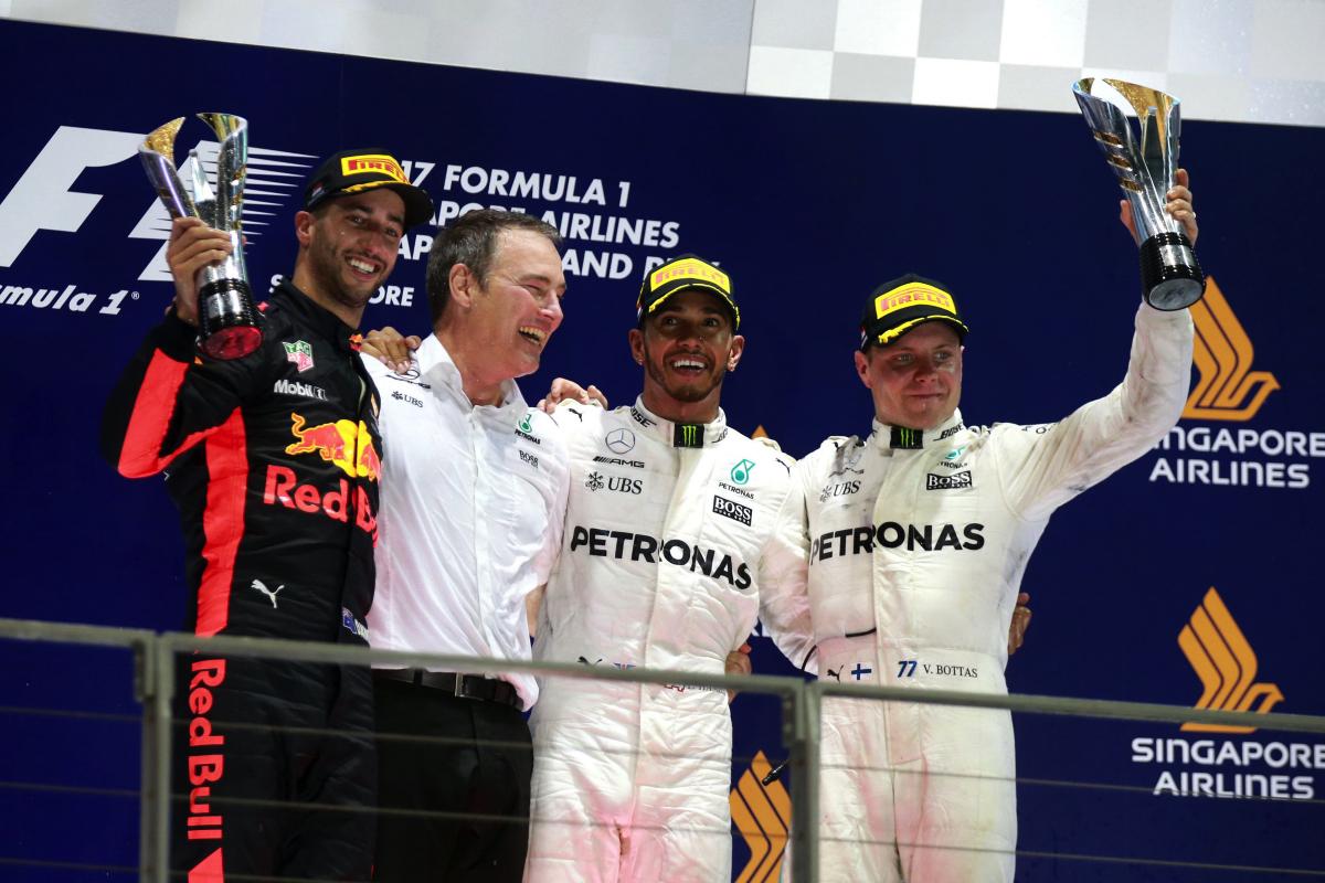 Mercedes-AMG Petronas Motorsport成為新加坡站的最大贏家,Lewis Hamilton(右2)獲得冠軍,而隊友Valtteri Bottas(右1)也奪得季軍.JPG