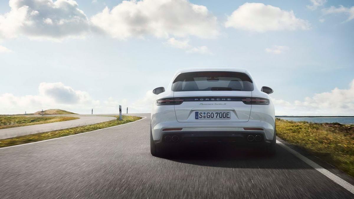 2018-porsche-panamera-turbo-s-e-hybrid-sport-turismo (9).jpg