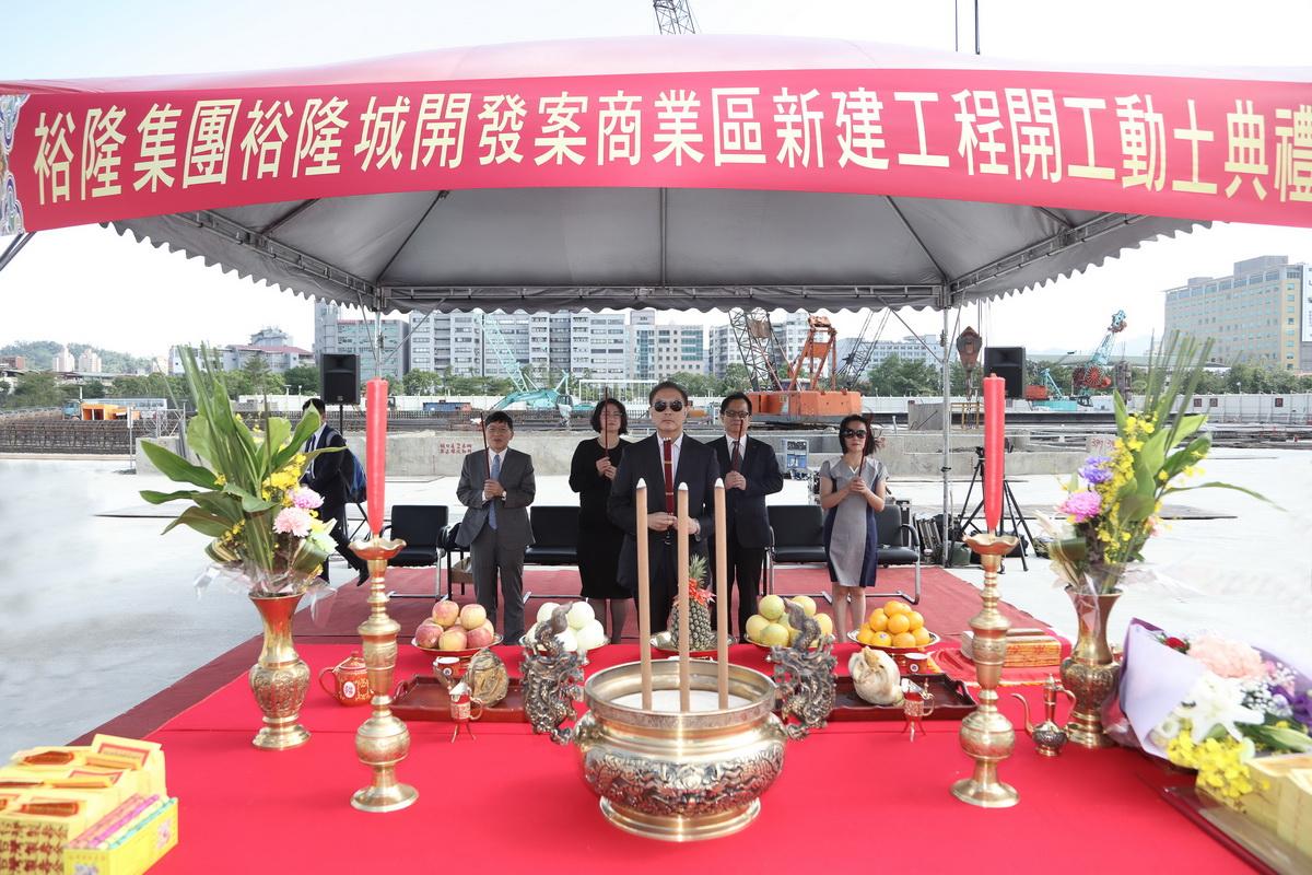 20171005裕隆城吉時開工動土,執行長率領一級主管共同祝禱.jpg