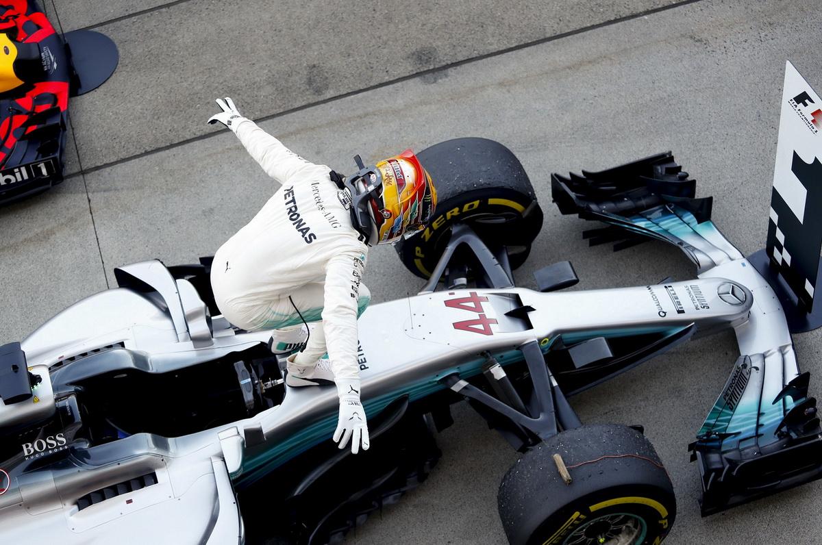Lewis Hamilton在獲得F1第16站冠軍之餘,還一舉刷新SUZUKA賽道的桿位、排位賽單圈成績,更締造了現行所有F1賽道皆奪得桿位的紀錄.jpg