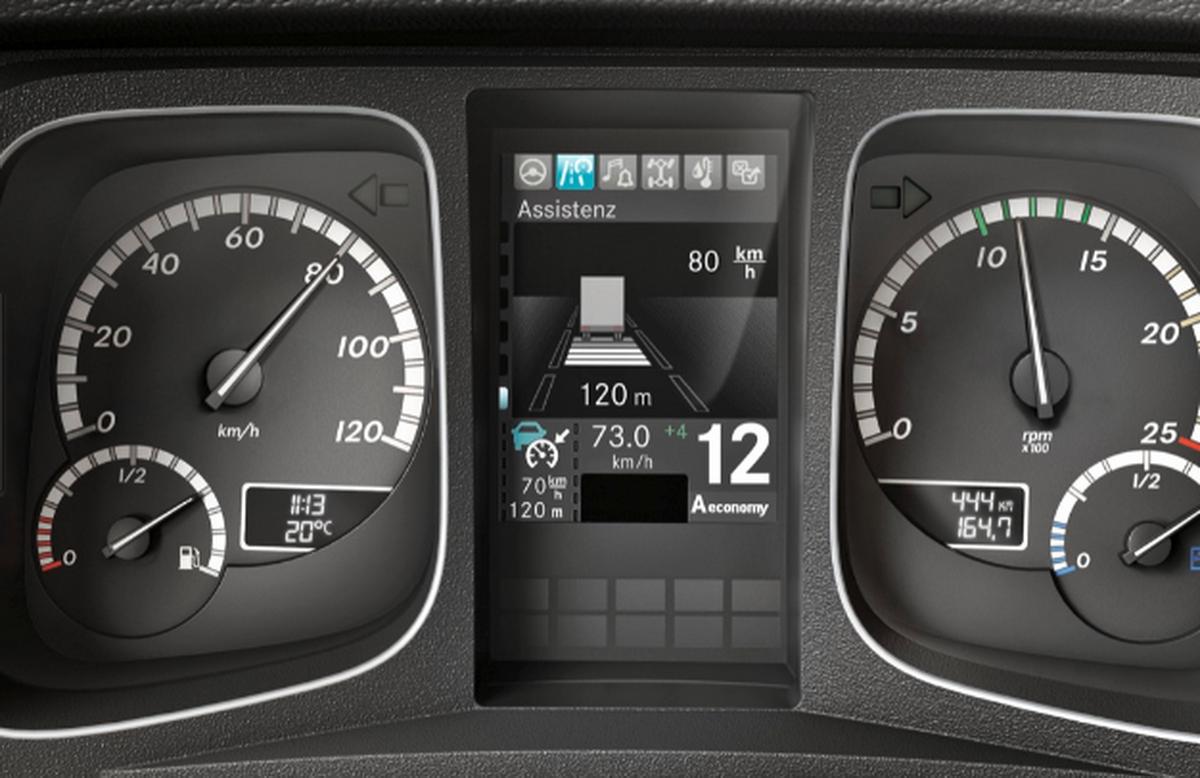 Proximity Control Assist車距控制系統,定速巡航當偵測到障礙物,會自動限速並維持預設跟車距離,大幅降低駕駛身心負擔.png