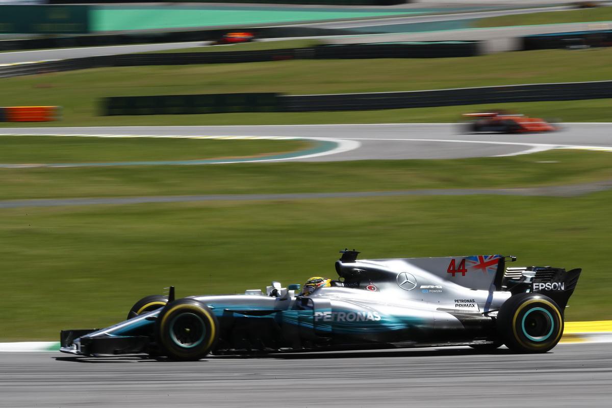 Mercedes-AMG Petronas Motorsport車隊的Lewis Hamilton雖因意外造成車輛損毀而需從維修區起跑,但仍以拼鬥不懈精神拿下第四名.jpg
