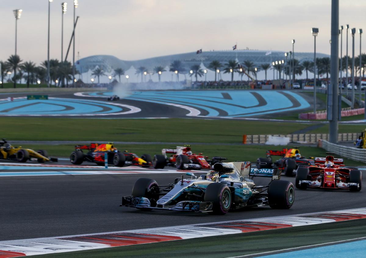 Mercedes-AMG Petronas Motorsport車隊不只提前奪得年度車隊第一,年度車手第一名也為Lewis Hamilton所獲得.jpg