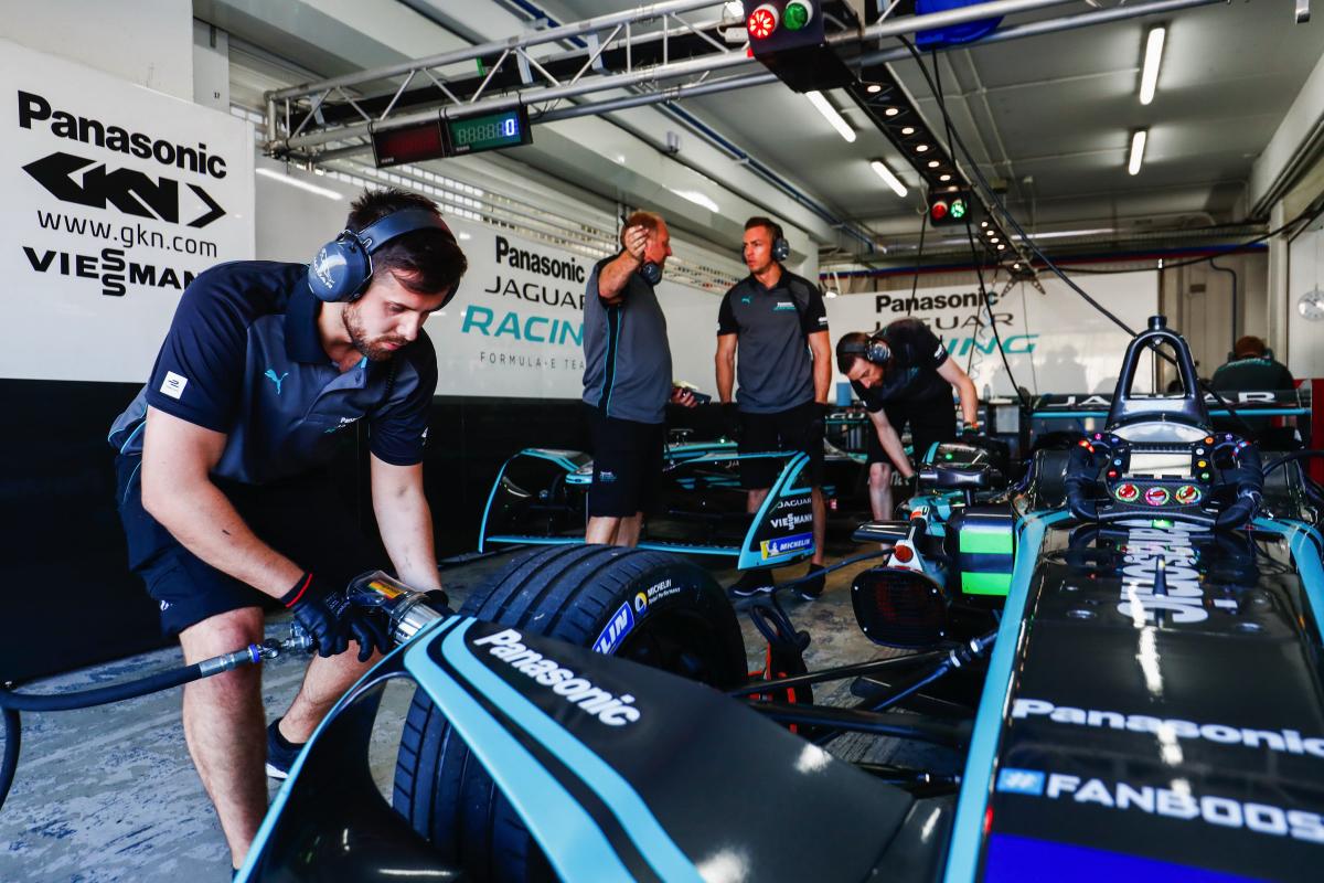 04.Panasonic Jaguar Racing 賽道測試.JPG
