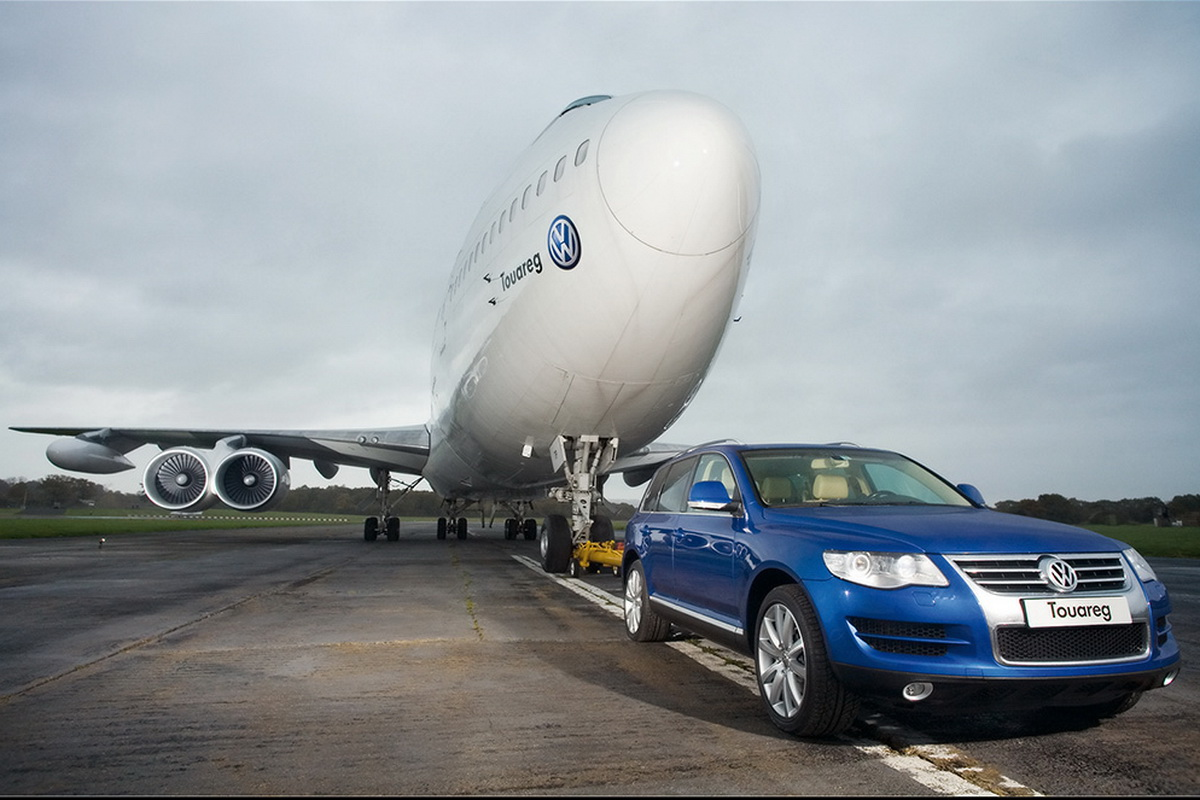 2007-Volkswagen-Touareg-tows-Boeing-747-Front-Angle-1024x768.jpg