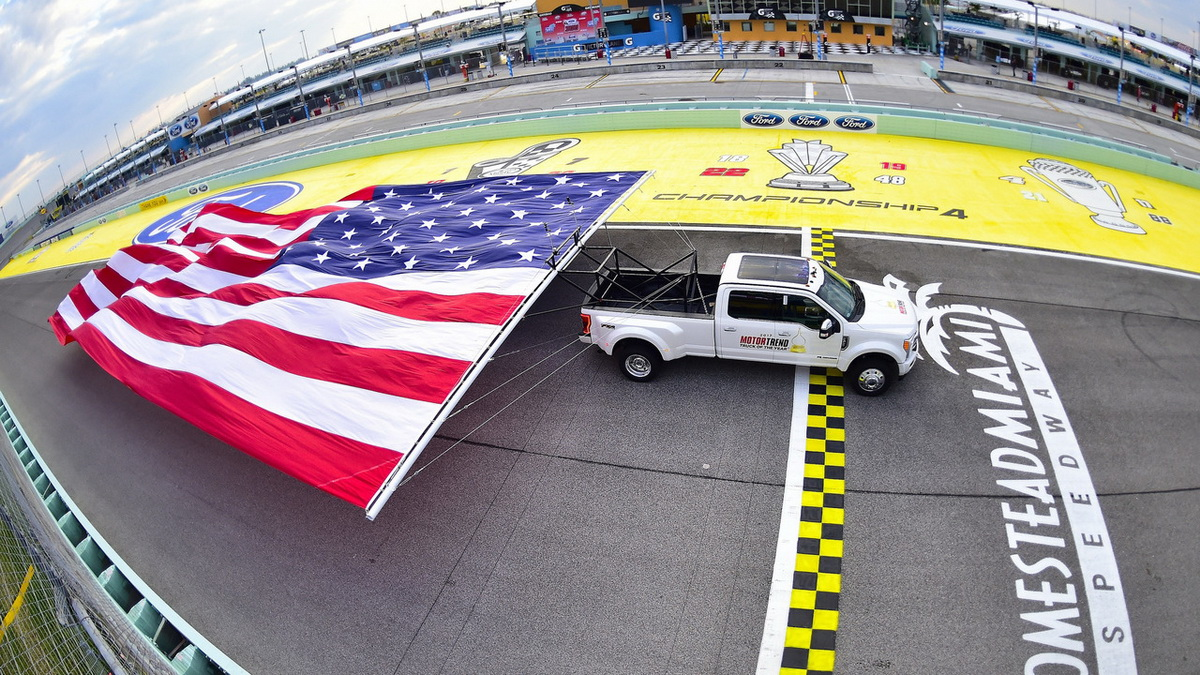 2017-ford-f-450-super-duty-sets-guinness-world-record.jpg