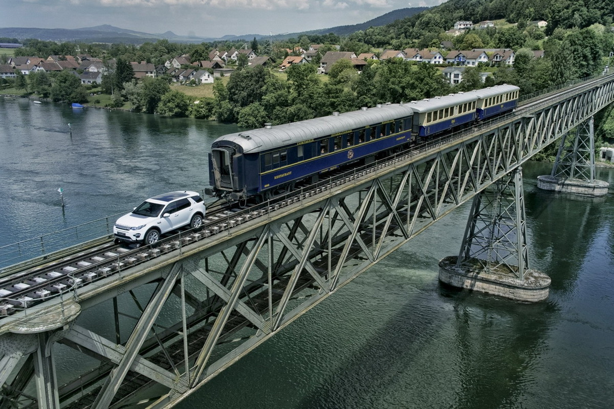 land-rover-discovery-sport-tows-100-ton-train.jpg
