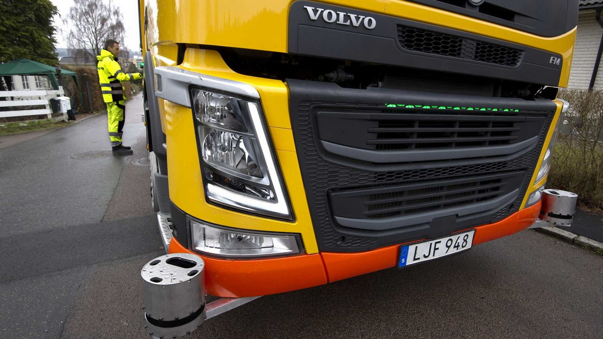 volvo-autonomous-garbage-truck (2).jpg