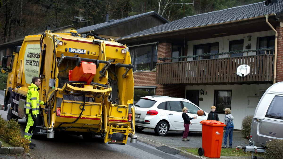 volvo-autonomous-garbage-truck (4).jpg