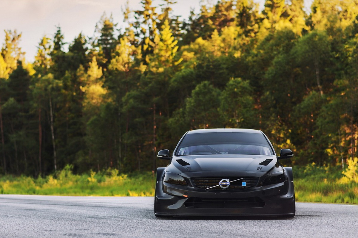 volvo-s60-test-car-for-2017-wtcc (1).jpg