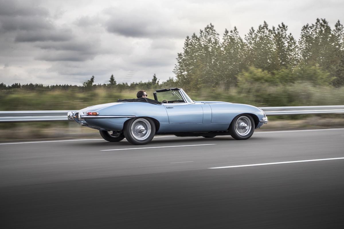 2017-jaguar-e-type-zero-concept-4.JPG