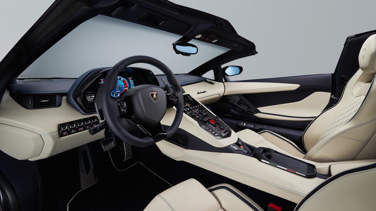 2018-lamborghini-aventador-s-roadster (11).jpg