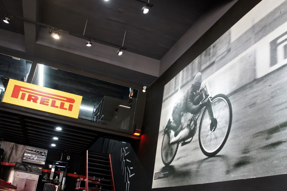 Pirelli形象店_ - 12.jpg