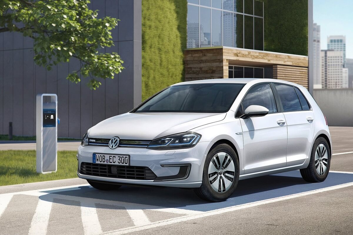 Volkswagen-e-Golf-2017 (1).jpg