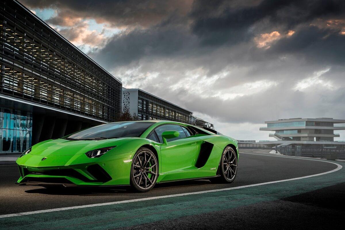 Lamborghini-Aventador_S-2017.jpg