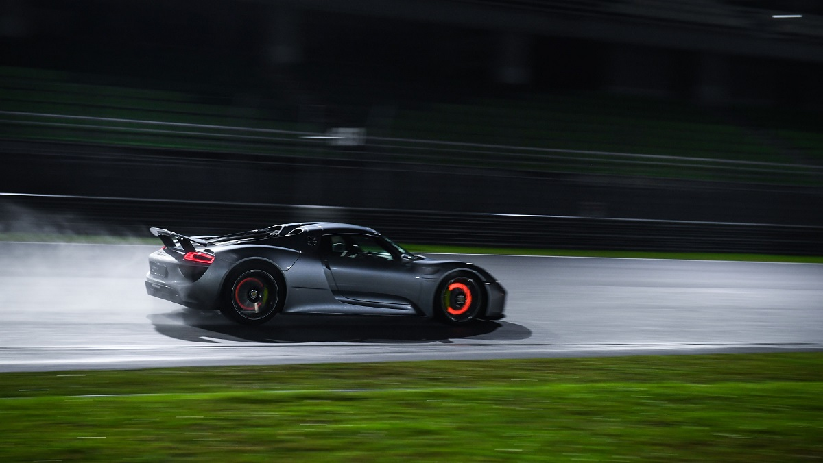 high_918_spyder_e_performance_nights_malaysia_2018_porsche_ag.jpg