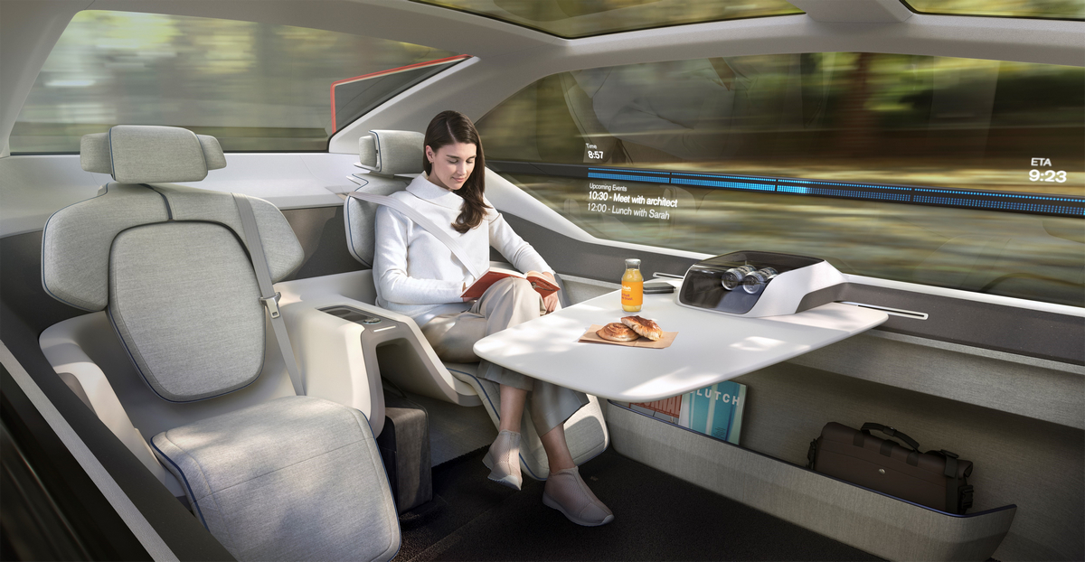 237051_Volvo_360c_Interior.jpg