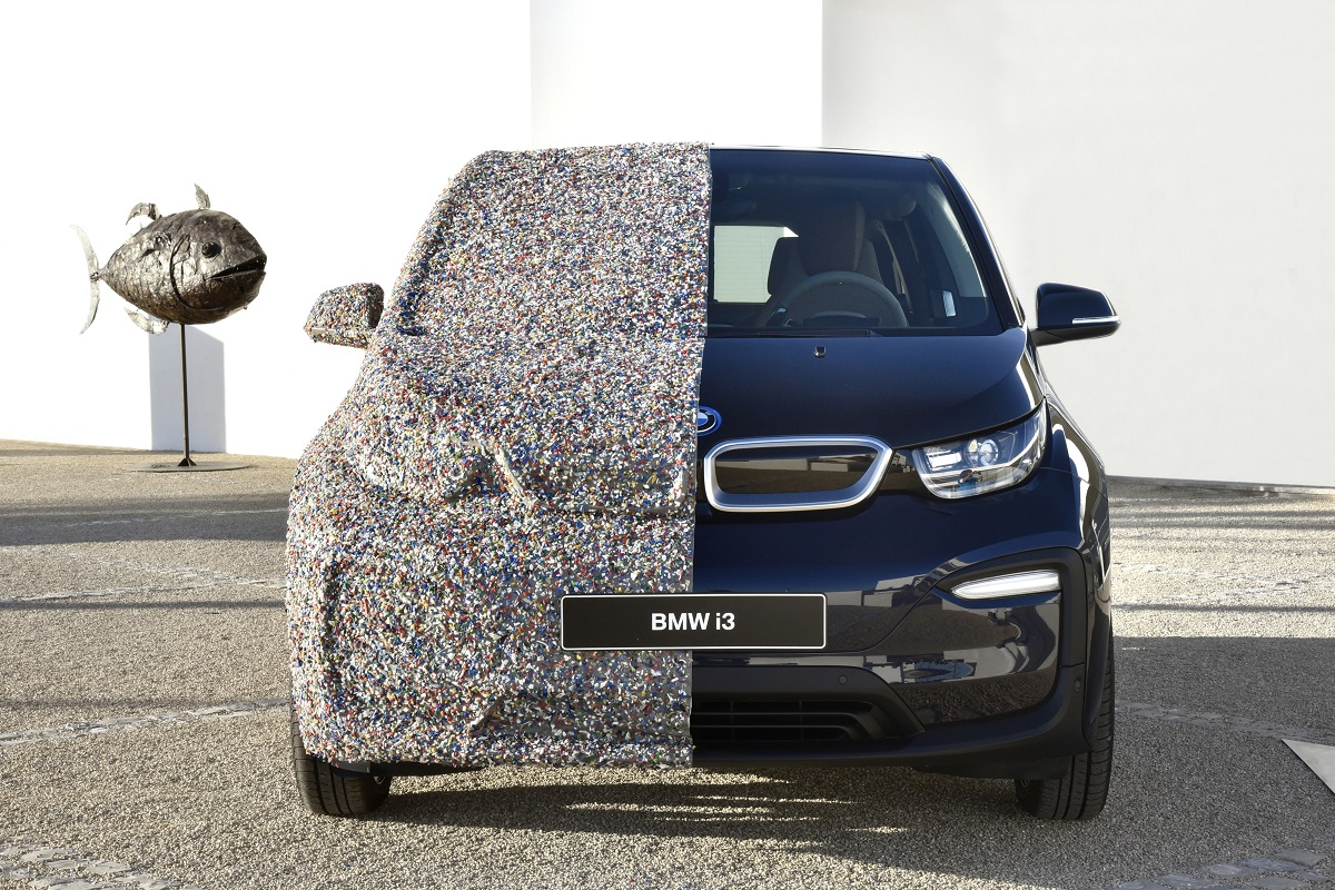 P90287476_highRes_the-bmw-i3-with-sea-.jpg