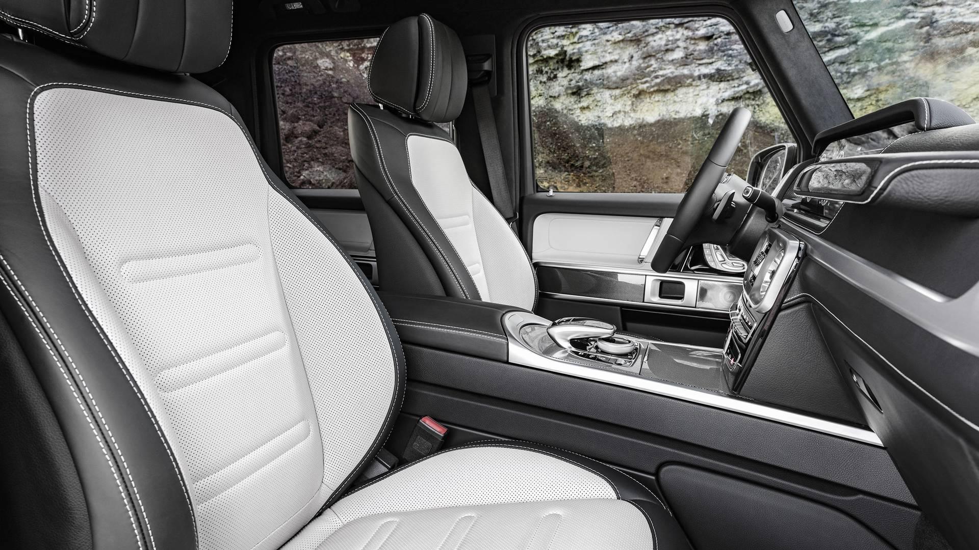 2019-mercedes-benz-g-class-interior (3).jpg